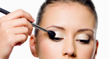 c87f1-how-to-apply-eyeshadow-2
