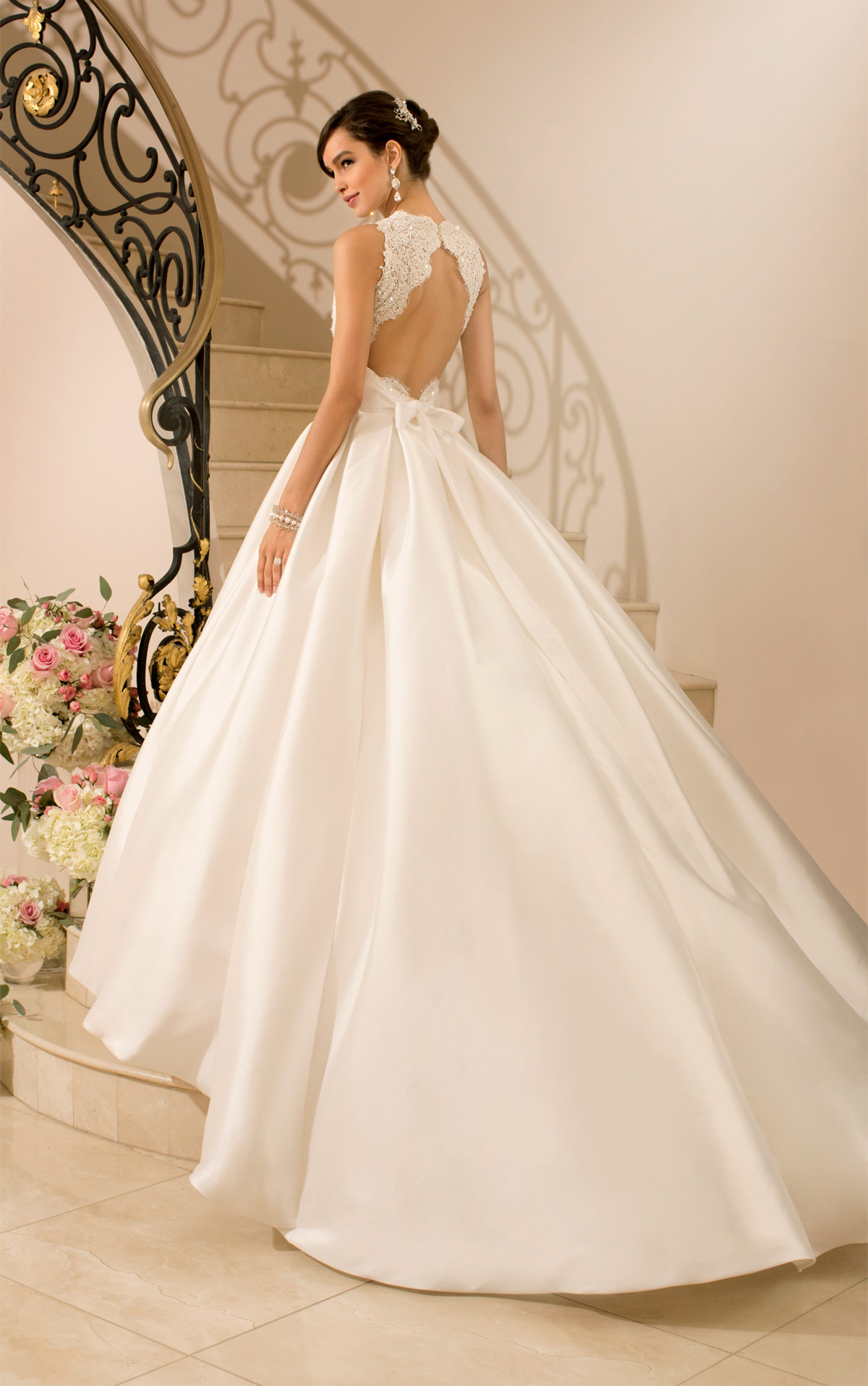 When to buy wedding dress