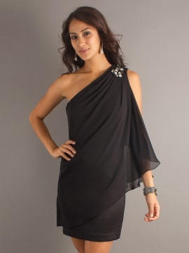 Graceful-Black-Chiffon-Overlay-Asymmetrical-Neckline-Brooch-Accented-Wedding-Guest-Dresses-SG4571