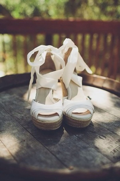 i9zfhy-l-610x610-shoes-white+wedges+strappy+bow+cork-white+shoes-ribbon-wedges