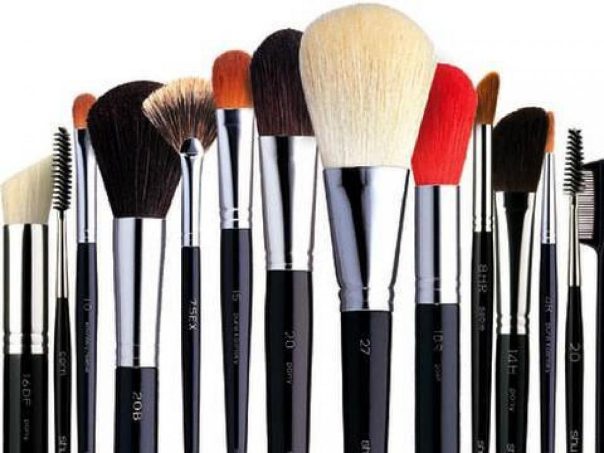 The Best Makeup Brushes!!  ..And the genius hack on how to clean them!