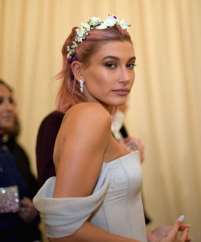 Hailey Baldwin.jpg